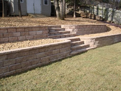 leveling a sloped backyard 25 best ideas about tiered landscape on pinterest