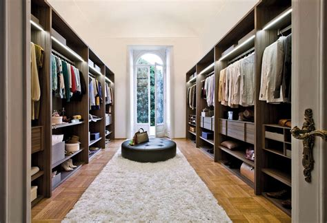 Walkin Wardrobe by How To Maximize A Walk In Closet Ward Log Homes