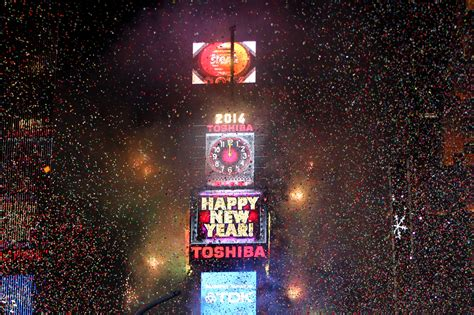 are there bathrooms in times square on nye a complete guide to times square new year s eve urbanmatter
