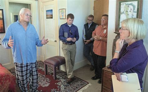 longview housing authority sen murray visits renovated veterans sanctuary in downtown longview local tdn com