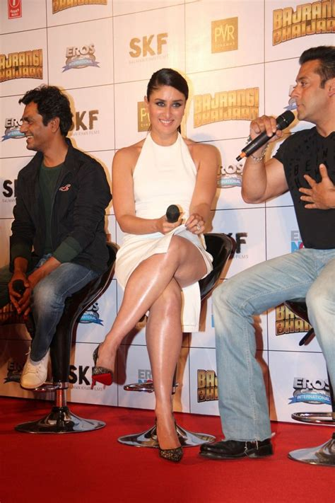 kareena kapoor hot legs kareena kapoor sexiest legs and thighs show in a white