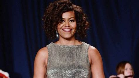 michelle obama white house correspondents dinner first lady michelle obama unveils curly hair at white house correspondents dinner