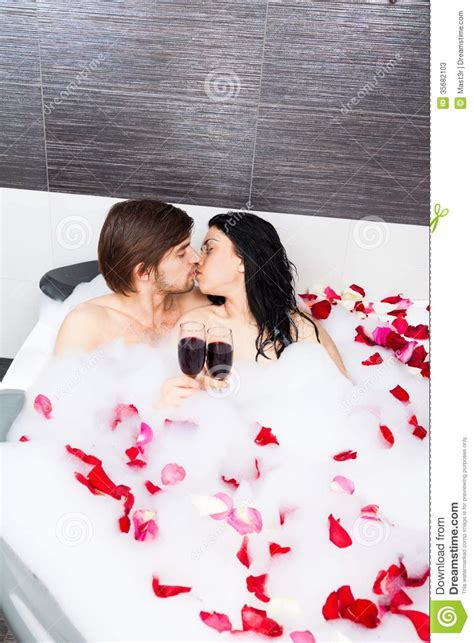 couples in bathroom couple in bathroom stock photos image 35682103