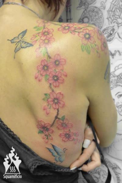 tatuaggio fiori di ciliegio e farfalle sss fiori00540 by squamificio