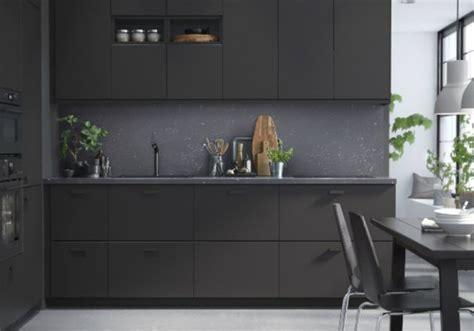 Kabinet Dapur Ikea ikea buat lemari dari material kayu dan plastik bekas