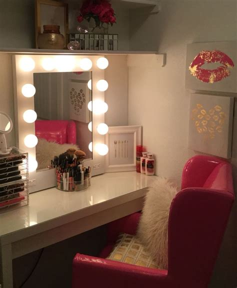 make up bedroom 25 best ideas about closet vanity on pinterest necklace