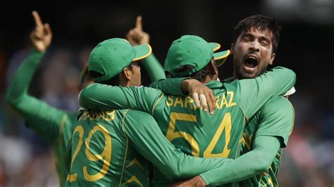 ind  pak pakistan hand india  run drubbing  clinch
