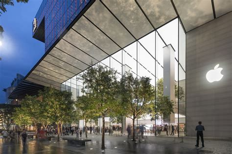 apple singapore apple opens its first flagship store in singapore archdaily