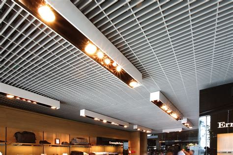 controsoffitti in metallo pannelli per controsoffitto in metallo atena grigliato by