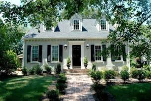 Light Gray Is The Traditional Color Of Cape Cod Style Exterior Gray Paint Colors