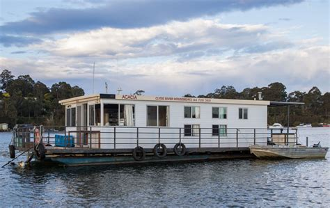 river boat house houseboat fleet clyde river houseboats