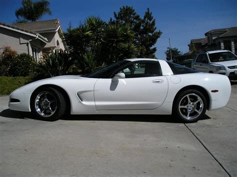 2004 corvette only 10k white with interior