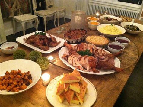 how to set a thanksgiving dinner table kdhtons entertaining etiquette expert lara shriftman