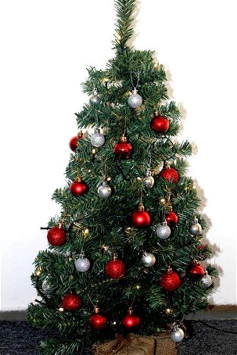 weihnachtsbaum rot geschm 252 ckt kleiner weihnachtsbaum