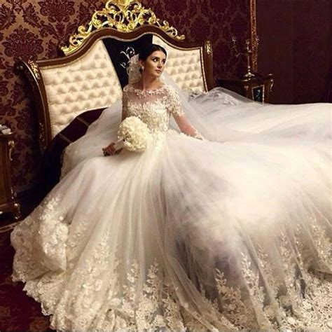 Stunning 2017 Royal Wedding Dresses Vintage Long Appliques