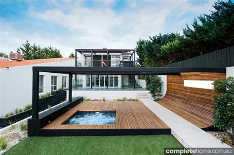 REAL BACKYARD: Simplicity of design Completehome