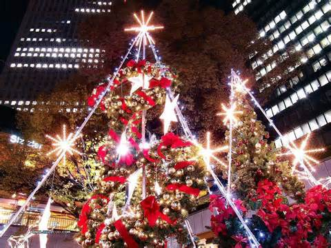 amazing christmas tree decoration at night wallpaper