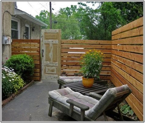 Backyard Privacy Ideas Cheap Best 25 Cheap Fence Ideas Ideas On Pinterest Wood Pallet Fence Fencing And Cheap Garden Fencing