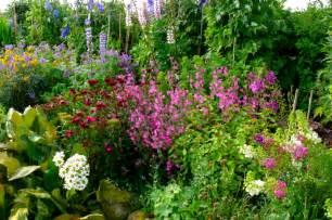 garten blumen pflanzen cottage garten gestaltungsideen im englischen stil