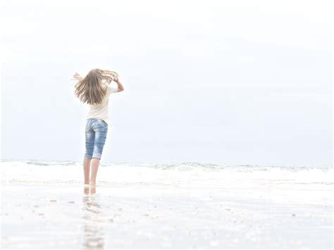 Tanned Semir Coklat Sol mar playa y juegos entre la arena