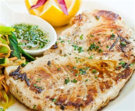 cucinare pesce in padella pesce spada in padella la ricetta per preparare il pesce