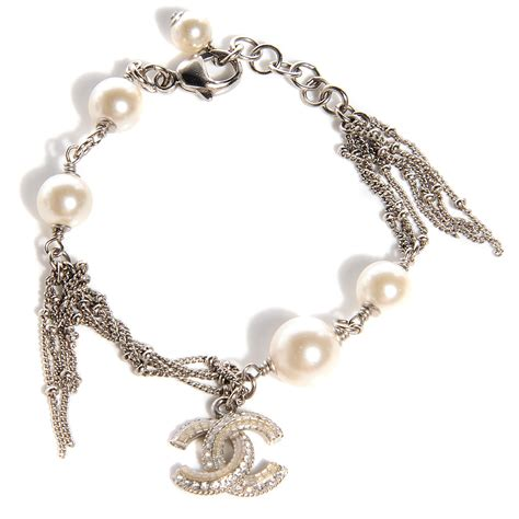 Gelang Chnl Bangles Chnel Bracelets chanel pearl cc charm bracelet silver 92468