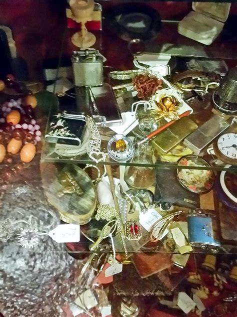 holz eingangstür schatzjagd auf dem edinburgh antiques treasure trail