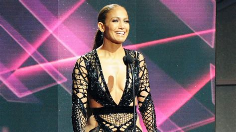 biography in spanish on jennifer lopez jennifer lopez performs new spanish language single at the