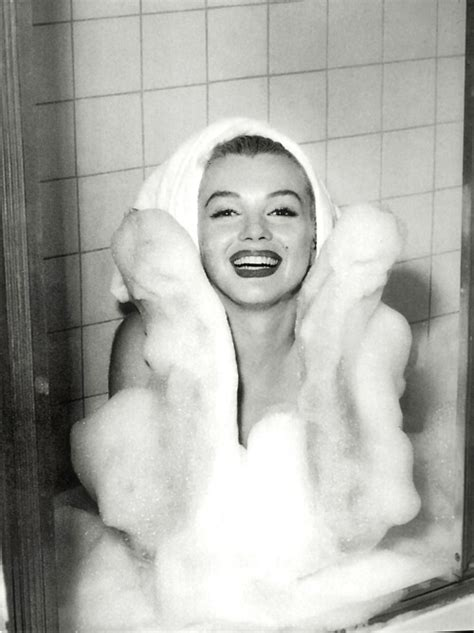 marilyn monroe bathtub marilyn monroe bath black white photogaphy image