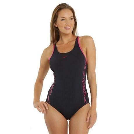 Bagno In Piscina In Come Scegliere Un Costume Da Bagno Per Nuotare In Piscina
