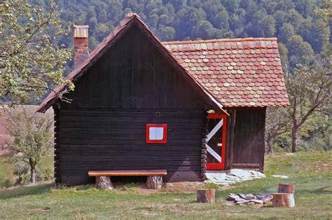 einsame berghütte 2 personen einsame blockh 252 tte mieten in den karpaten rum 228 niens