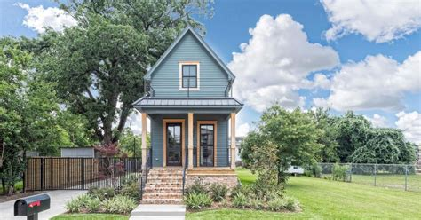 Small Homes For Sale Waco Tx Fixer S Tiny House Wants Nearly 1 Million Curbed