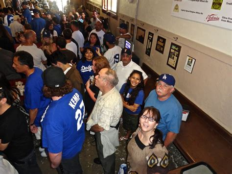 hang   philippes  dodgers opening day