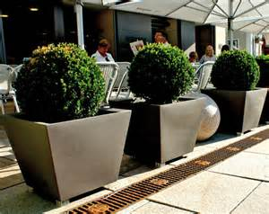 Outdoor Planters And Urns serralunga kabin outdoor planters surrounding com