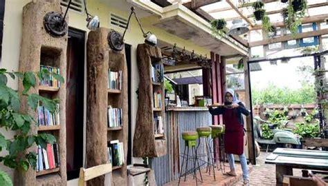 lokasi  harga menu retrorika cafe batu tempat