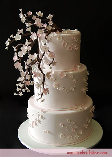 Secretbox Exploding Box Foto Stitch floral wedding cake inspiration
