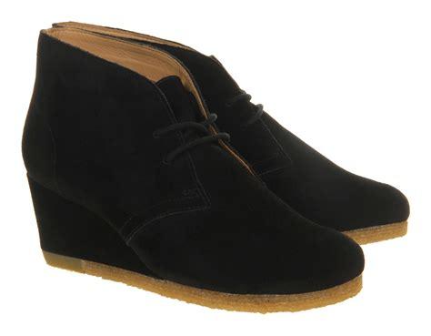 clarks yarra desert boots in black lyst