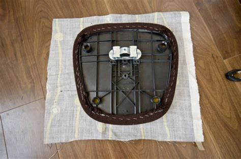 como tapizar una silla de escritorio renueva la silla de la oficina gu 237 a de manualidades