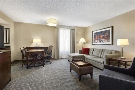 The Living Room Lounge Oak Brook Oak Brook Resort Dining Near Downtown Chicago The