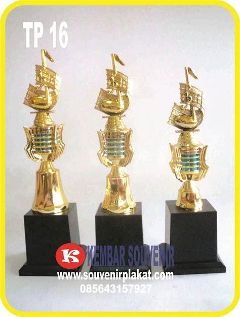 Piala Acrylic Jakarta jasa pembuatan piala dengan harga piala 1 set