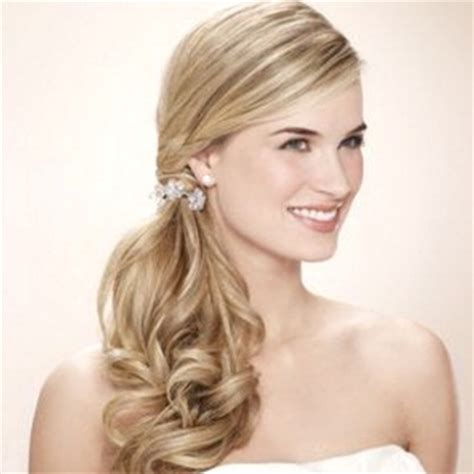 side ponny with curls look glamorous in side ponytail hairstyles attractive