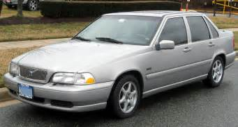 Volvo S40 2 4 Fuel Consumption Volvo S40 2 0 1996 Auto Images And Specification
