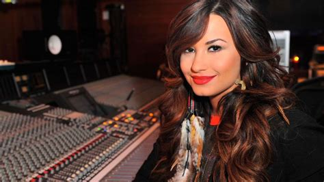 biography demi lovato wikipedia demi lovato mini biography biography com