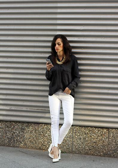 Wedges Polka Biru Dongker Wedges Navy Polkadot 5 tips menggunakan white shoes agar til lebih stylish