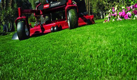 Landscaper Lawn Mower Vero Landscaping 772 202 2266 Call For A Free Estimate
