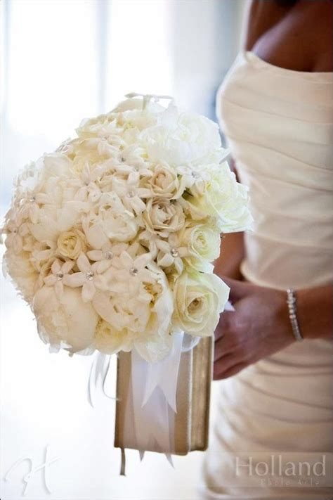 White Wedding Dress Bible by 1000 Images About Classic Elegance Of Roses Timeless