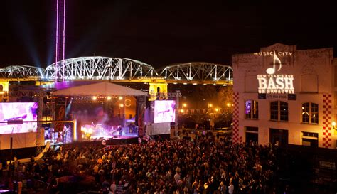 nashville on new years 294 2 city new year s bash on broadway 365