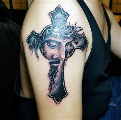 cross with jesus tattoos 25 best ideas about cristo on