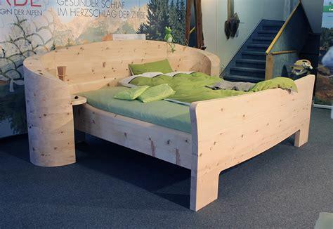schlafzimmer bett holz zirbenholz massivholz bett m 246 belhaus messmer