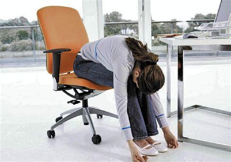 sägebock arbeitsplatz entspannt am arbeitsplatz beruf karriere badische